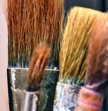 Painting Your Radiator; painting brushes of different sizes